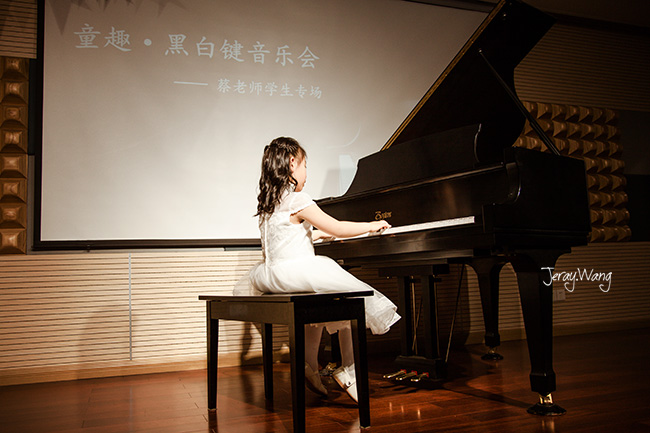 听小朋友们弹钢琴-Jeray.Wang